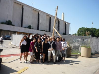Design consultant Norm Bleckner with students at renovation project for the National Museum of American History.