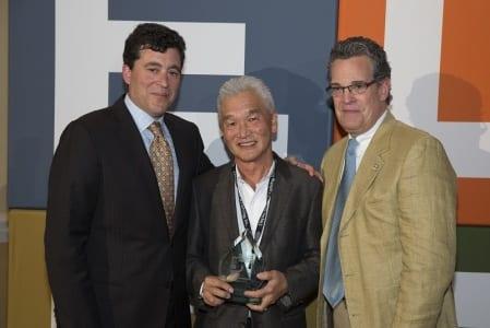 Benedict Soh (center)