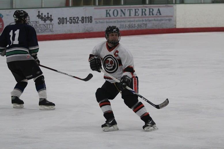 ECN 032015_FTR_EXHIBITORLive's got talent_Justin Panzer playing hockey (web)