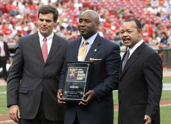 Cincinnati CVB honored by the big leagues
